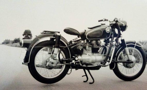 พ.ศ.2536 มอเตอร์ไซค์คันแรก YSR80 และ BMW R27 ในความทรงจำ